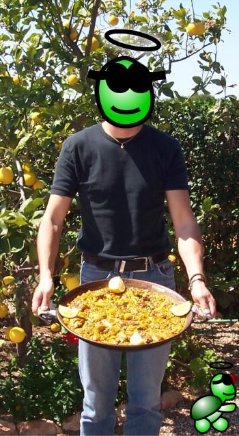 A Valencian paella prepared by Supertortuga himself